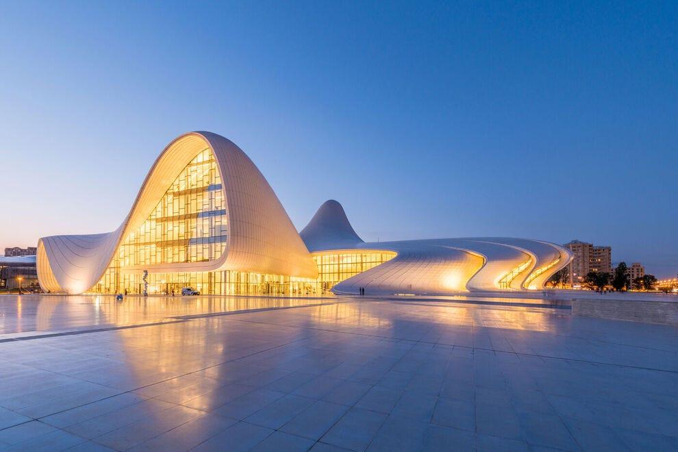 Heydar-Aliyev-Center-designed-by-Zaha-Hadid-in-Baku--by-Elnur-and-Azerbaijan-Tourism-Board-_54_990x660